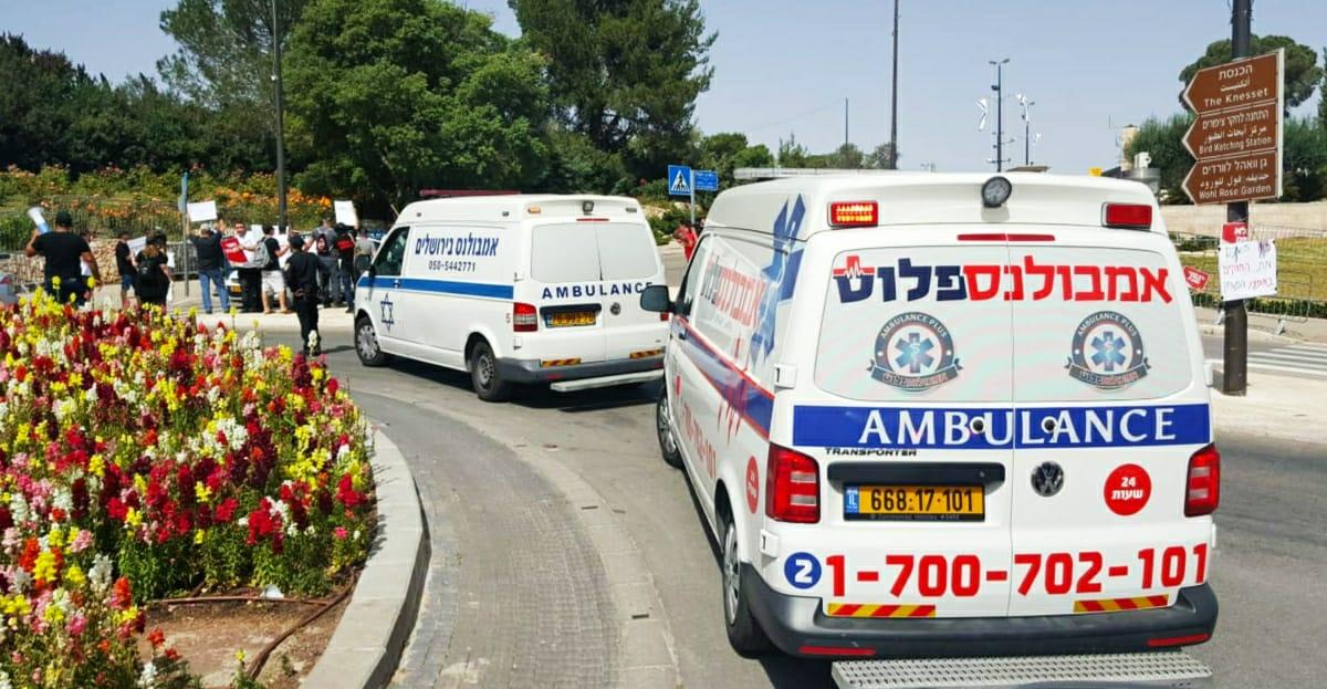 -איחוד-האמבולנסים-בישראל-יחד-עם-השולמנים-מול-כנסת-ישראל